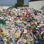 HFG IV Haken-Zerkleinerung Plastikflaschen-Sieb 60x60mm - vorher